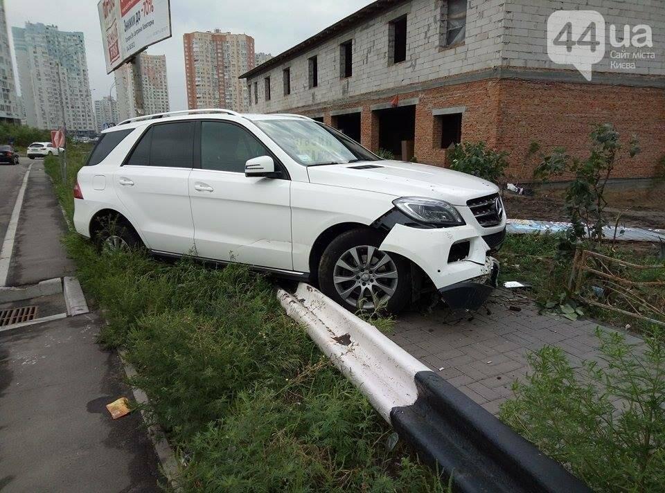 В Киеве водитель иномарки по неосторожности устроил ДТП (ФОТО), фото-1