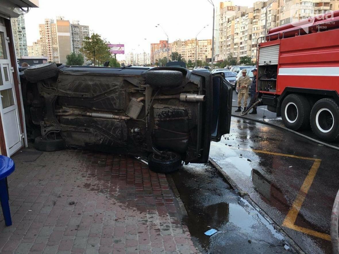 Подъем-переворот: пьяный водитель чуть не снес остановку (ФОТО), фото-4