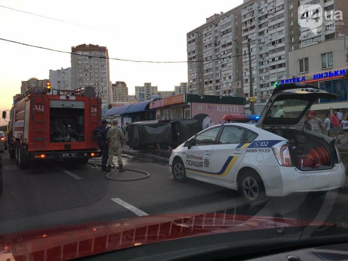 Подъем-переворот: пьяный водитель чуть не снес остановку (ФОТО), фото-3