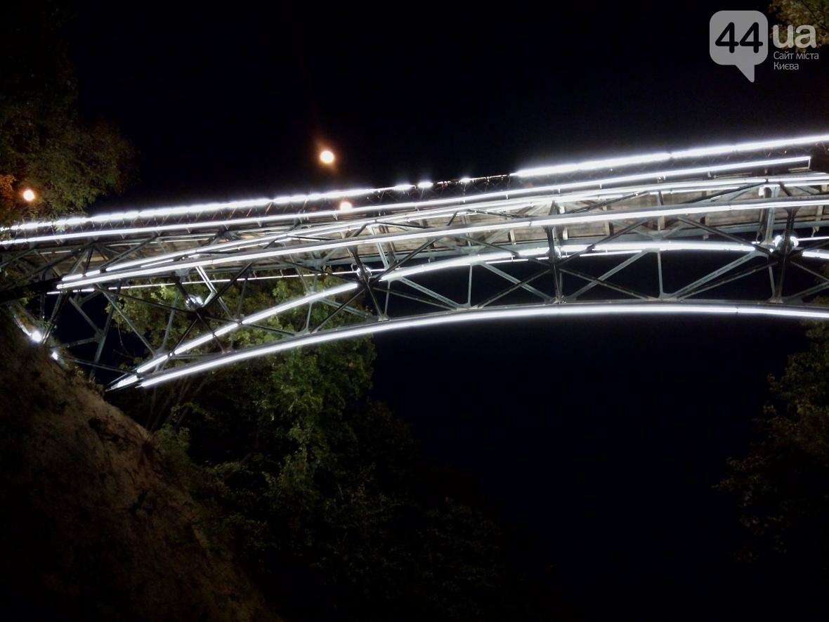 Знаменитый мост влюбленных в Киеве засветился по-новому (ФОТО), фото-9