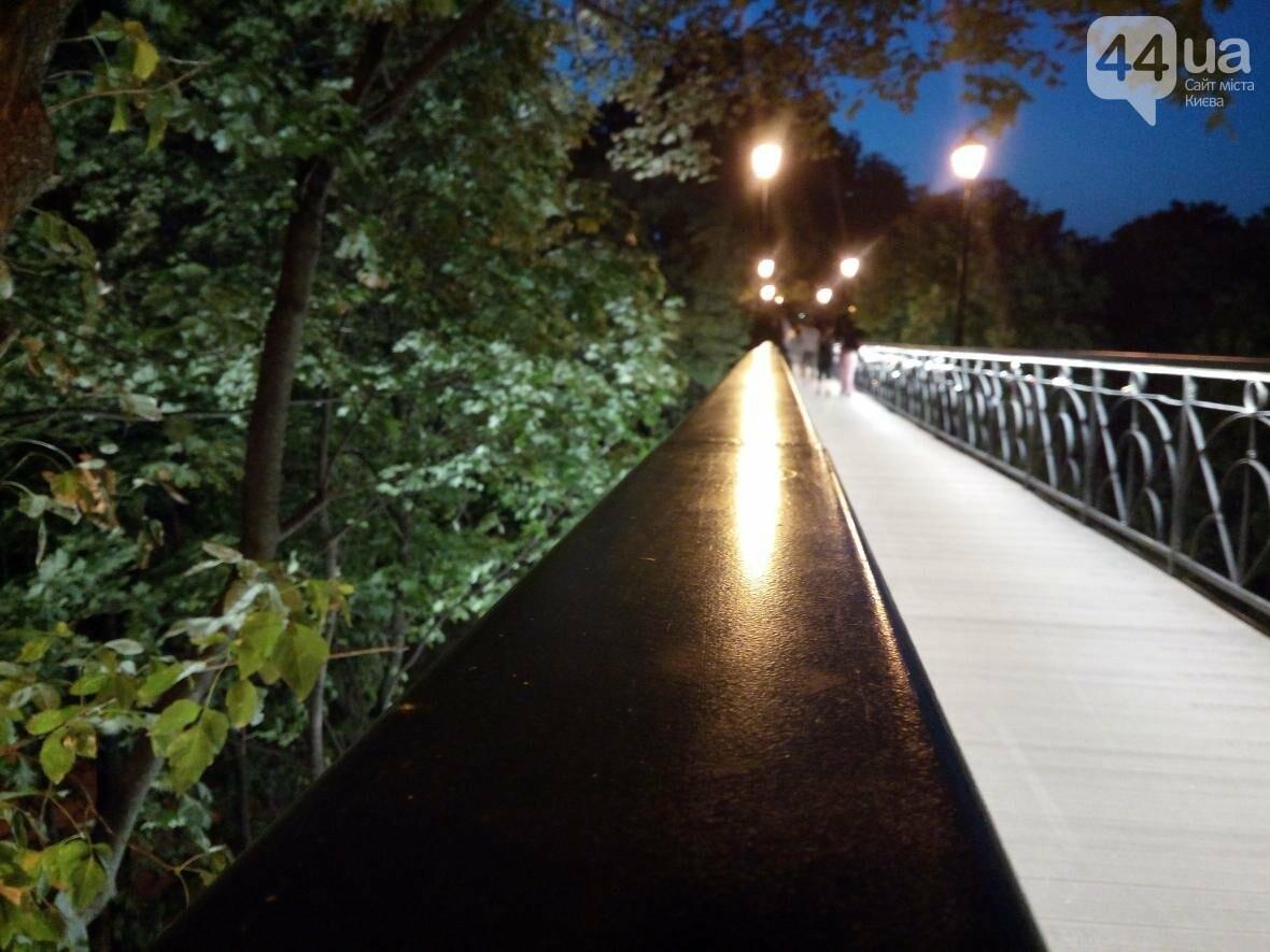 Знаменитый мост влюбленных в Киеве засветился по-новому (ФОТО), фото-3