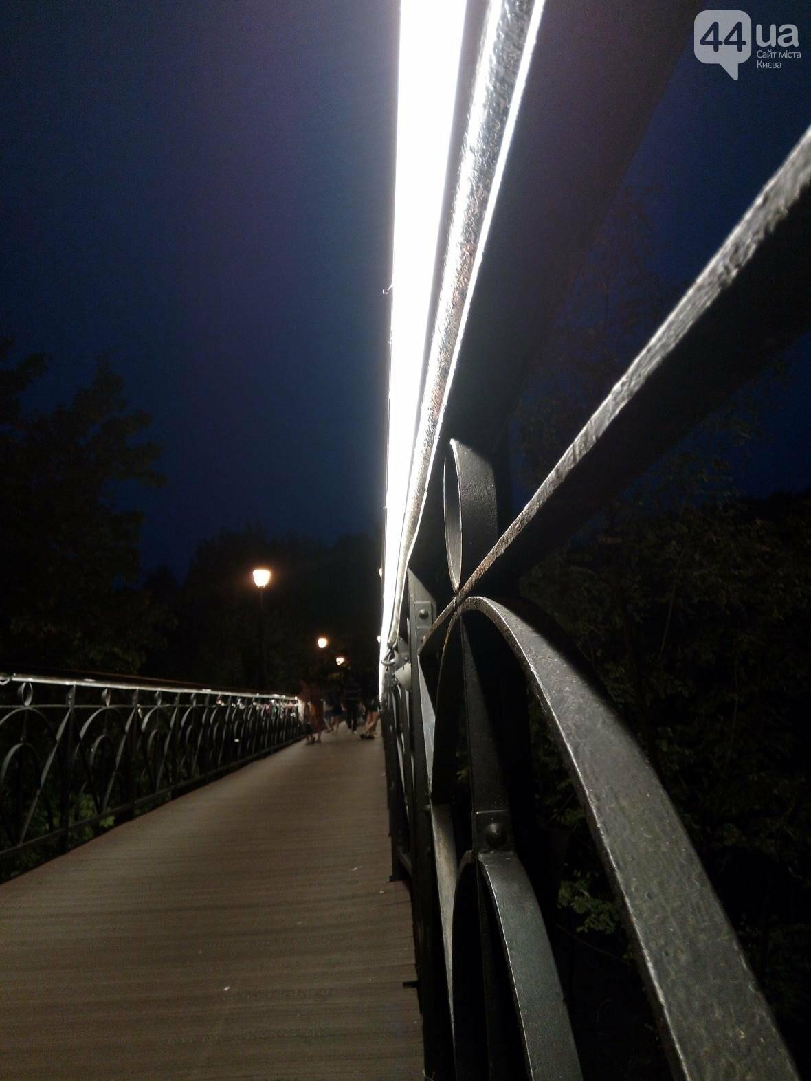 Знаменитый мост влюбленных в Киеве засветился по-новому (ФОТО), фото-5