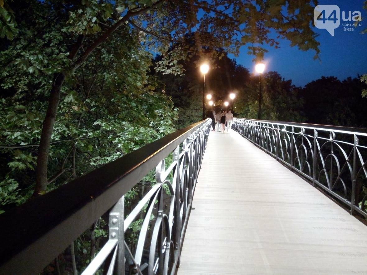Знаменитый мост влюбленных в Киеве засветился по-новому (ФОТО), фото-4