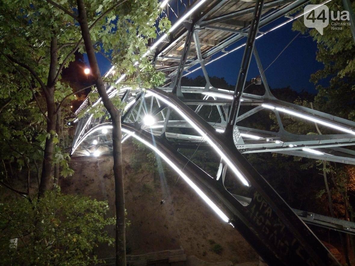 Знаменитый мост влюбленных в Киеве засветился по-новому (ФОТО), фото-10