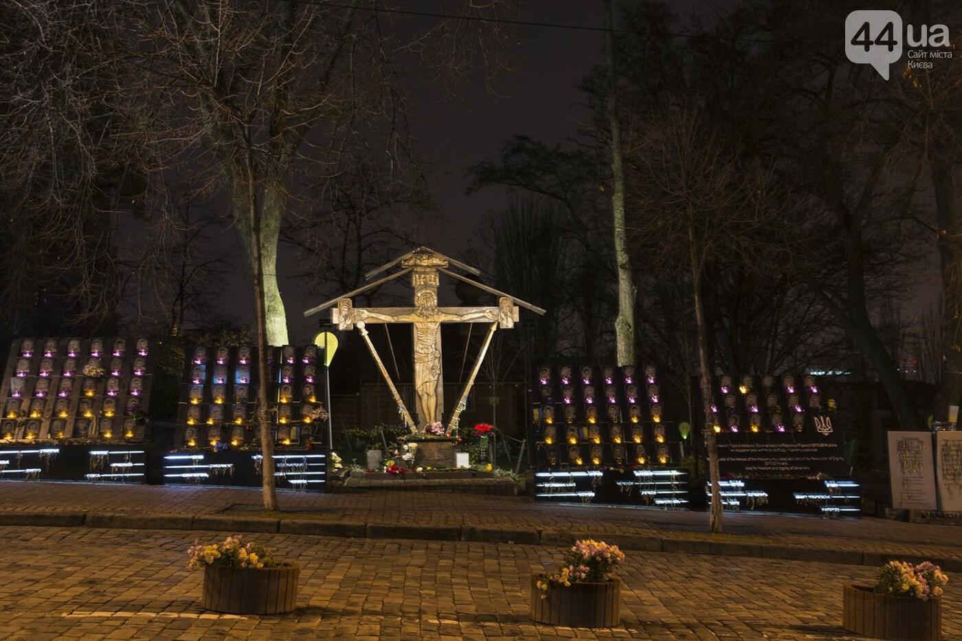 Годовщина Евромайдана: в Киеве зажгли Лучи достоинства, фото-21