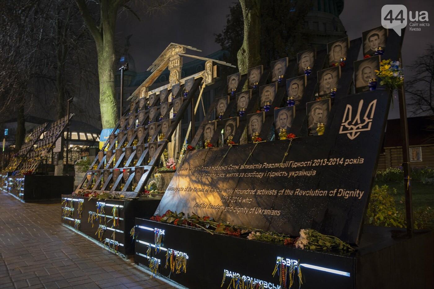 Годовщина Евромайдана: в Киеве зажгли Лучи достоинства, фото-26