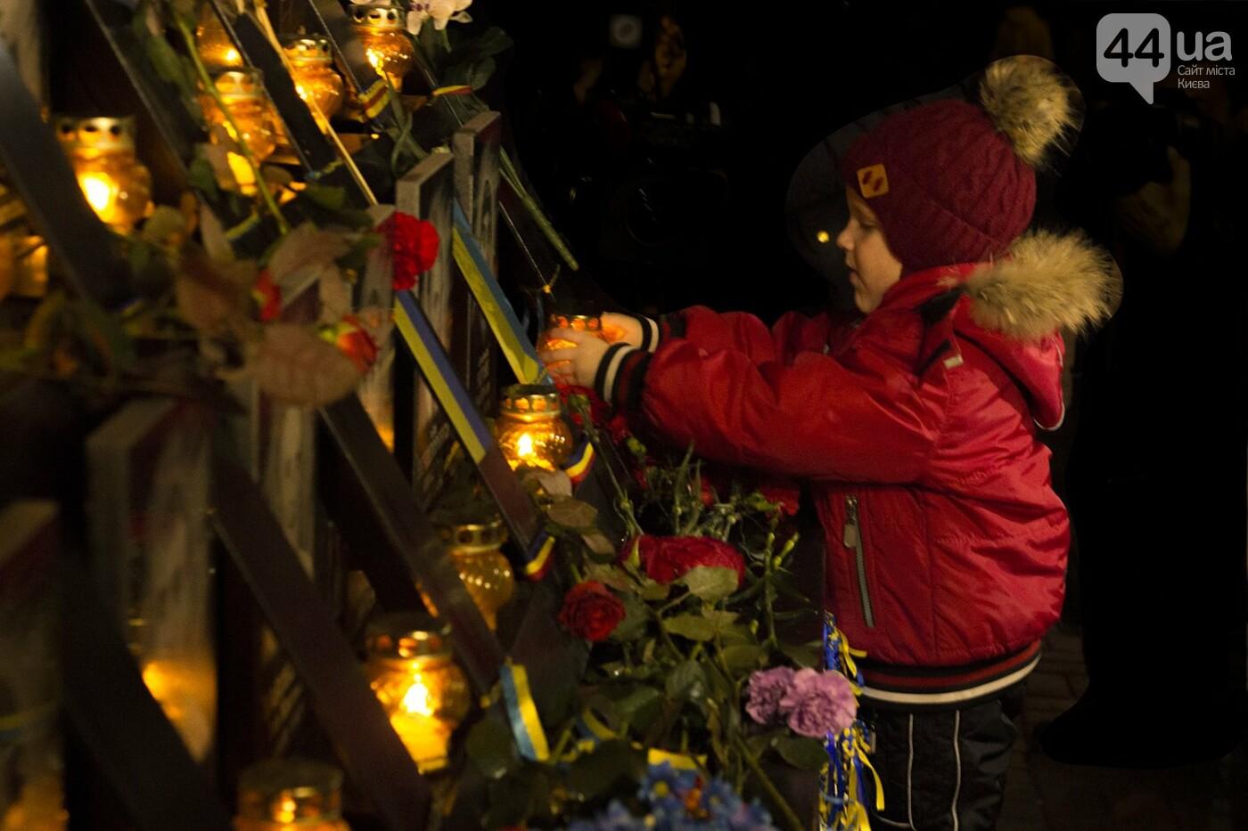 Годовщина Евромайдана: в Киеве зажгли Лучи достоинства, фото-10