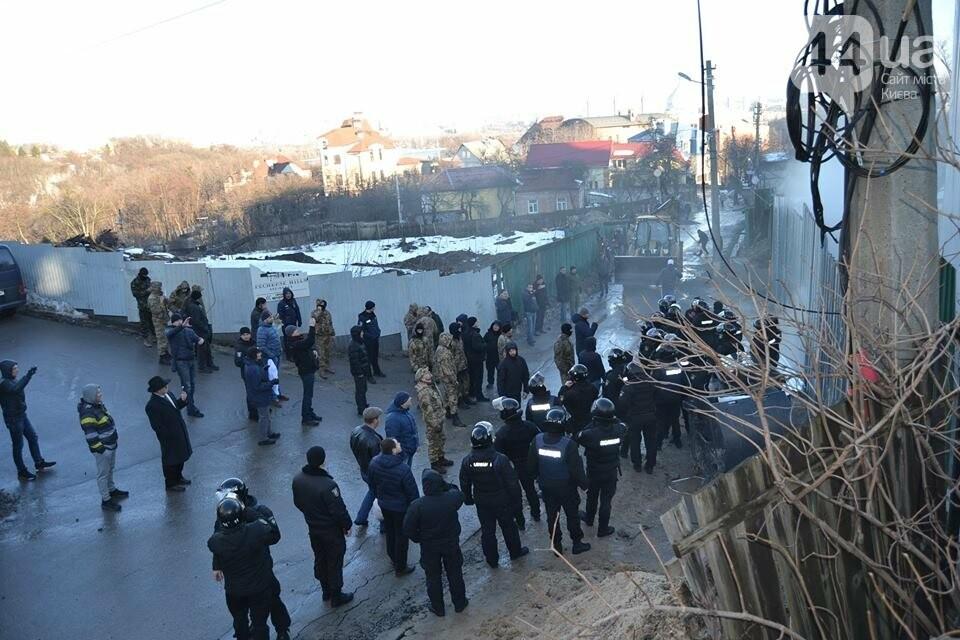 «Такой вакханалии больше в Киеве нет»: на скандальной застройке по улице Мичурина активистов забросали петардами, фото-1