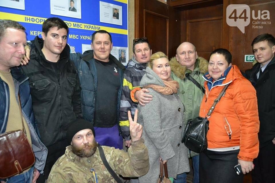 «Такой вакханалии больше в Киеве нет»: на скандальной застройке по улице Мичурина активистов забросали петардами, фото-6