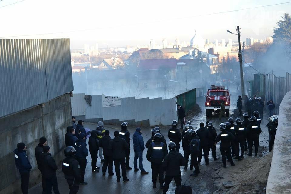 «Такой вакханалии больше в Киеве нет»: на скандальной застройке по улице Мичурина активистов забросали петардами, фото-5