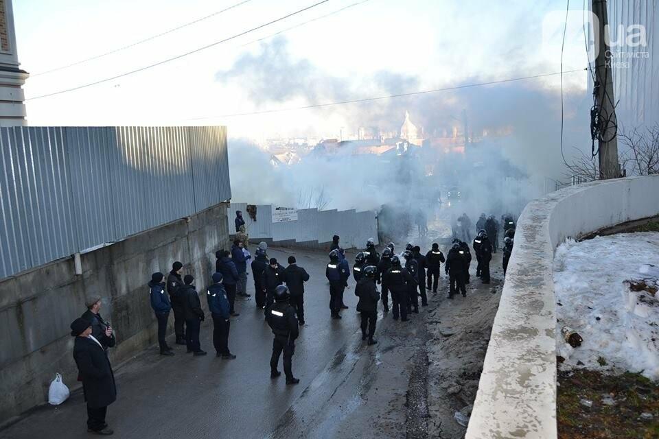 «Такой вакханалии больше в Киеве нет»: на скандальной застройке по улице Мичурина активистов забросали петардами, фото-4