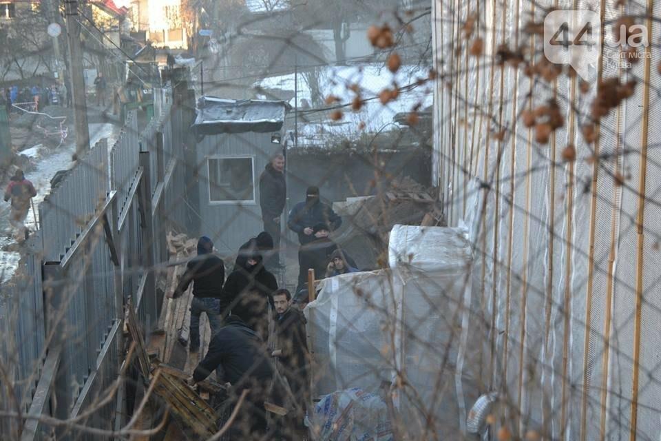 «Такой вакханалии больше в Киеве нет»: на скандальной застройке по улице Мичурина активистов забросали петардами, фото-2