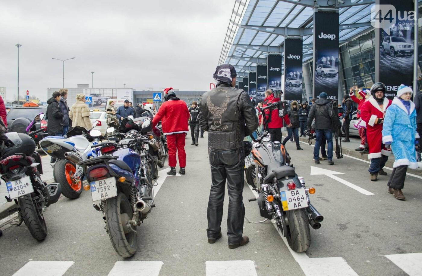 В Киеве брутальные байкеры в костюмах Санта-Клаусов устроили масштабный мотопробег (ФОТО), фото-3