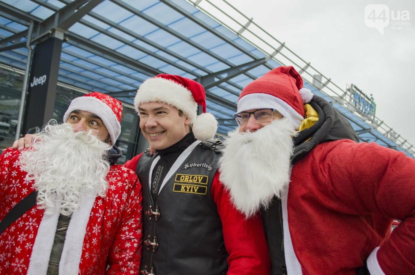 В Киеве брутальные байкеры в костюмах Санта-Клаусов устроили масштабный мотопробег (ФОТО), фото-7