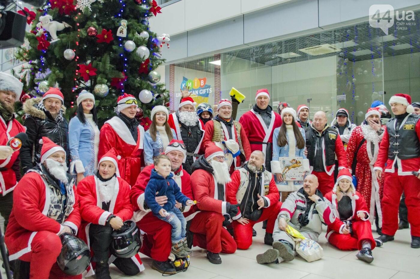 В Киеве брутальные байкеры в костюмах Санта-Клаусов устроили масштабный мотопробег (ФОТО), фото-12