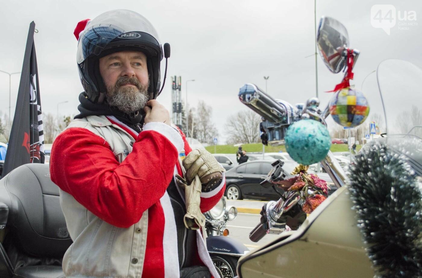 В Киеве брутальные байкеры в костюмах Санта-Клаусов устроили масштабный мотопробег (ФОТО), фото-4
