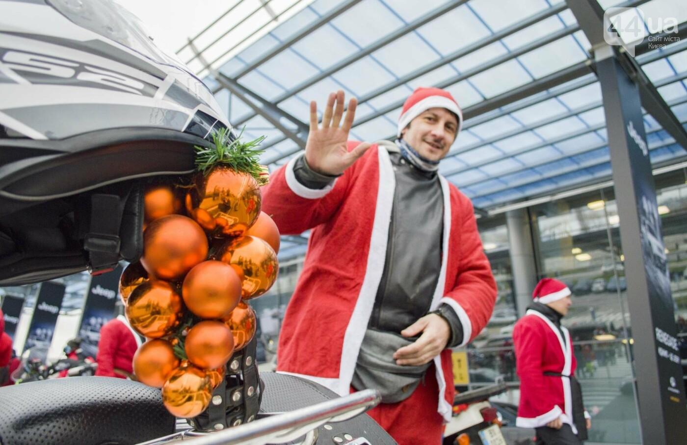 В Киеве брутальные байкеры в костюмах Санта-Клаусов устроили масштабный мотопробег (ФОТО), фото-9