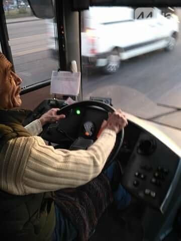 Водитель киевского автобуса отказался тушить сигарету, фото-1
