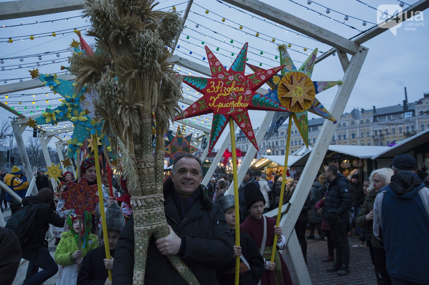 Вертеп, колядки и дидух: как на Софийской площади праздновали Рождество, фото-14