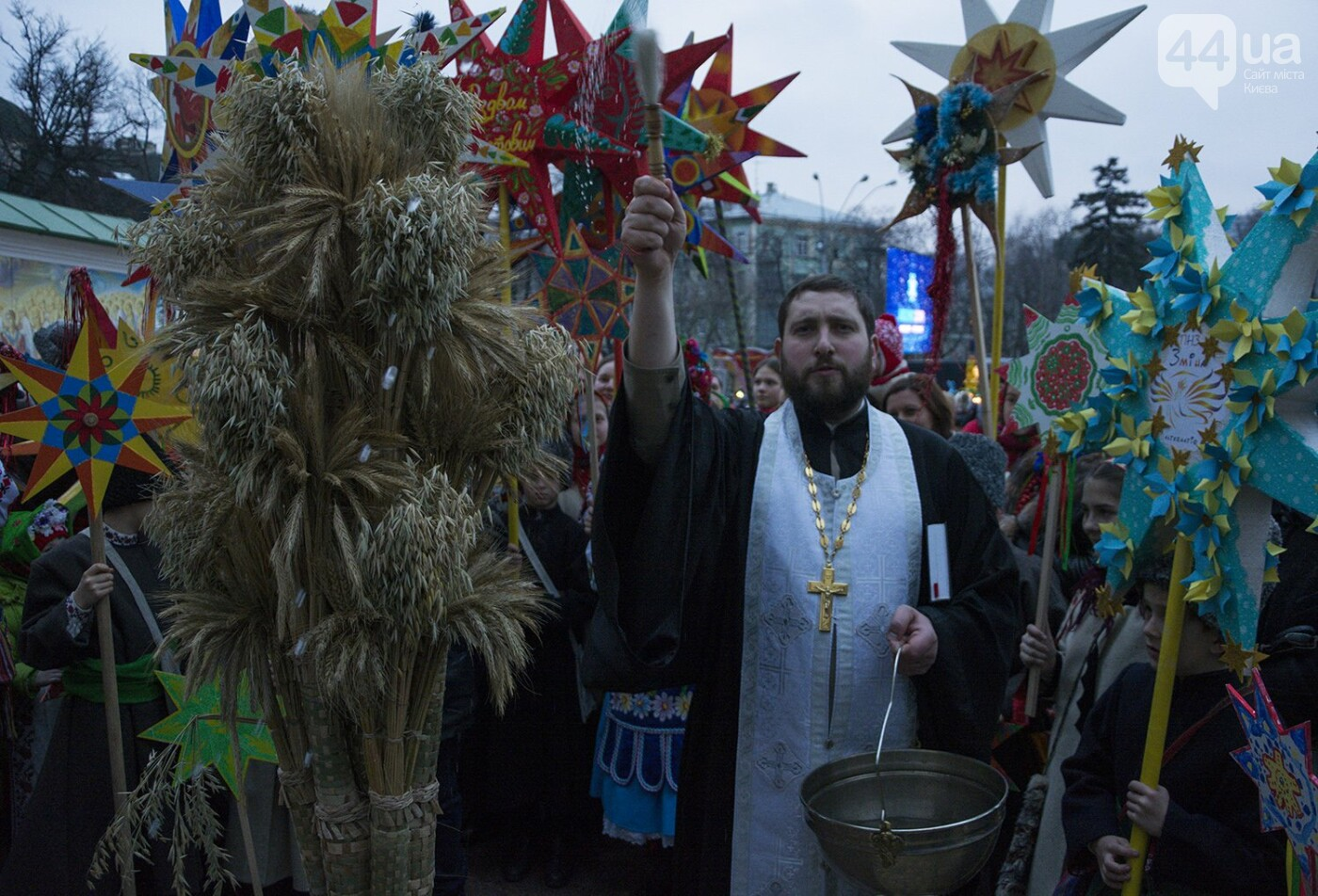 Вертеп, колядки и дидух: как на Софийской площади праздновали Рождество, фото-17