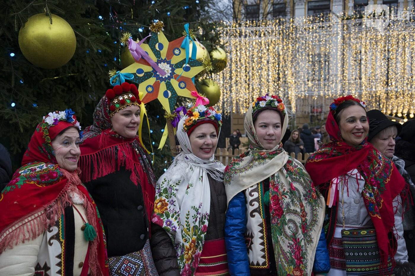 Вертеп, колядки и дидух: как на Софийской площади праздновали Рождество, фото-6