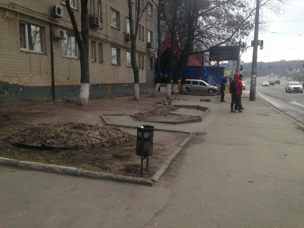 В Киеве вместе с МАФом снесли остановку (ФОТО), фото-1
