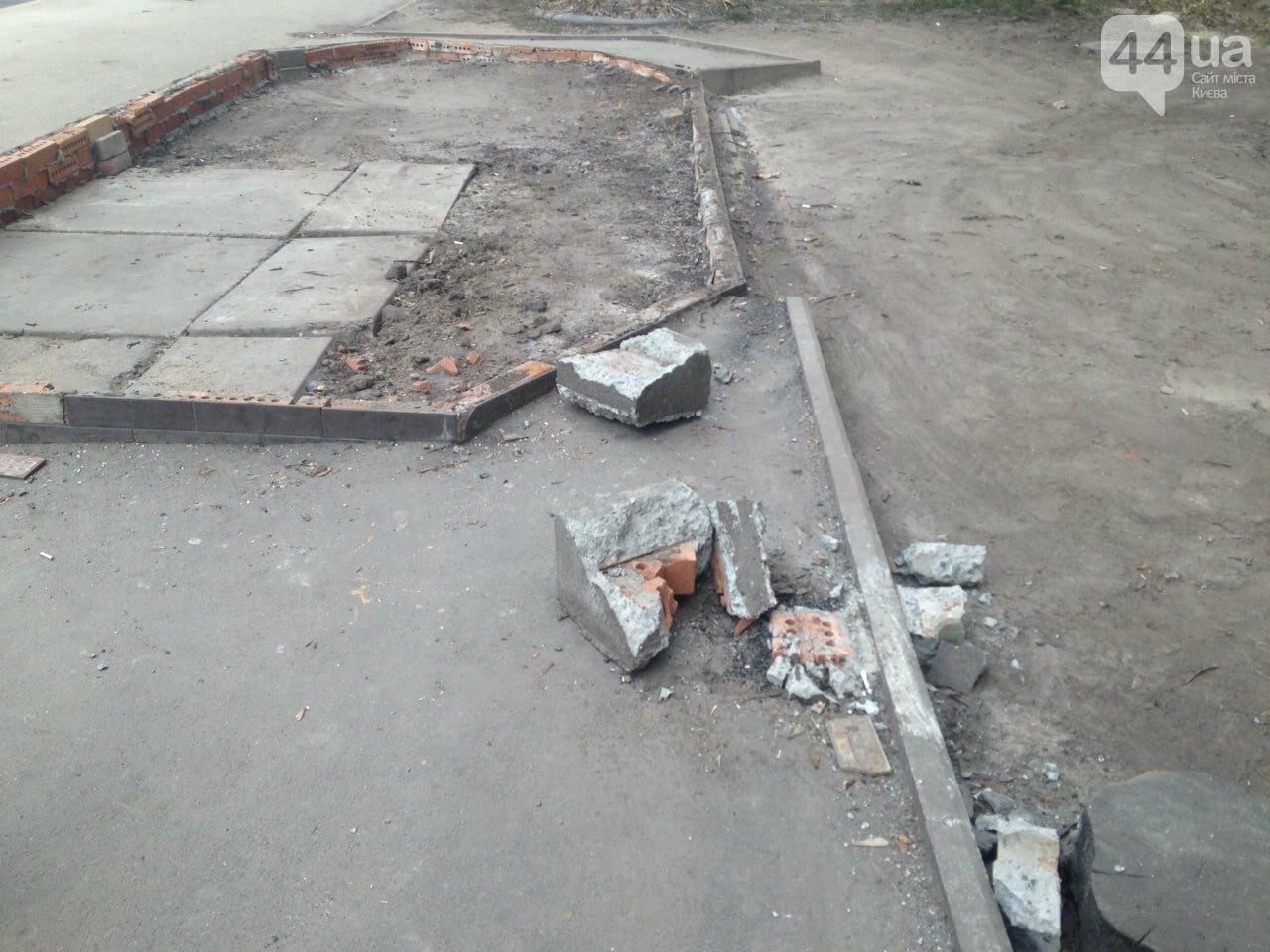 В Киеве вместе с МАФом снесли остановку (ФОТО), фото-2
