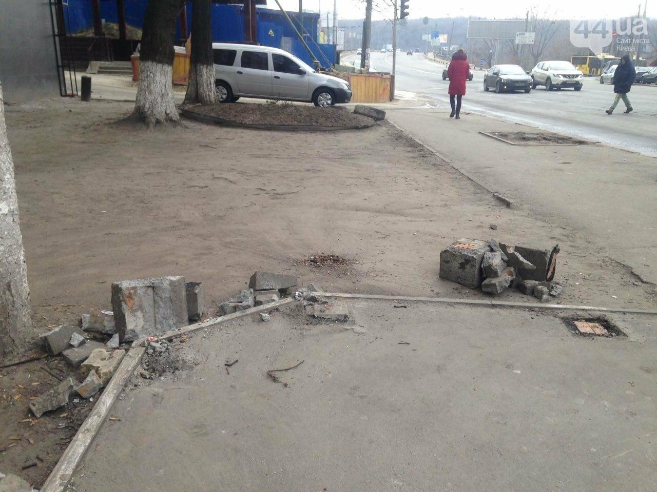 В Киеве вместе с МАФом снесли остановку (ФОТО), фото-3
