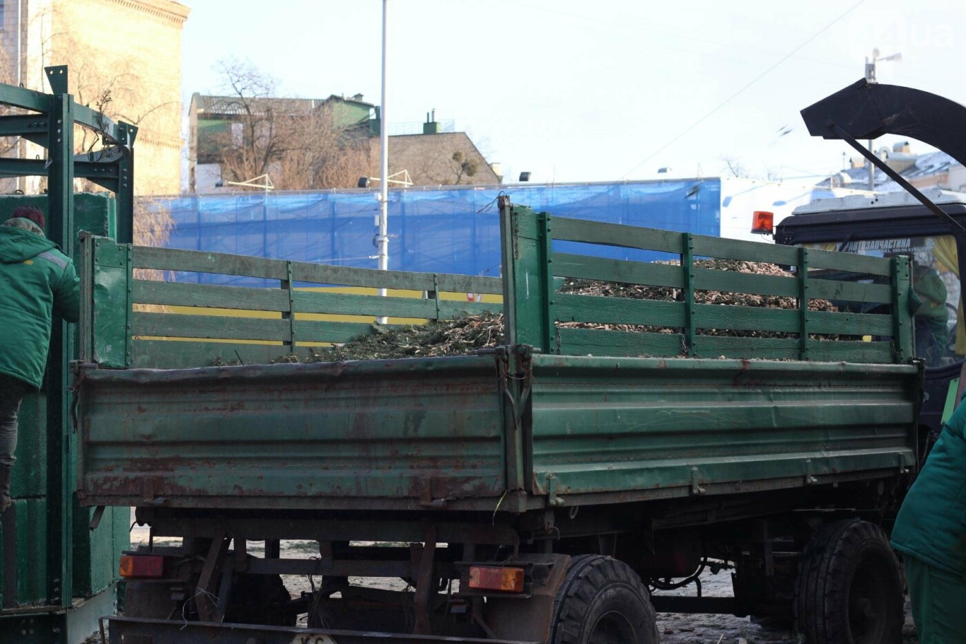 В Киеве утилизировали главную елку страны: как это было, фото-2