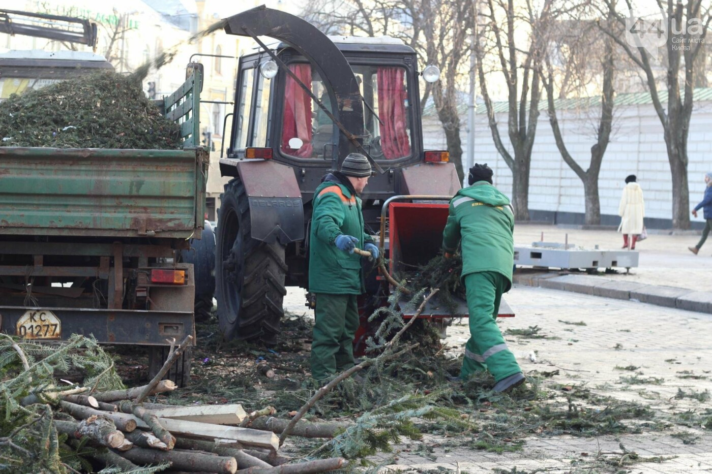 В Киеве утилизировали главную елку страны: как это было, фото-10