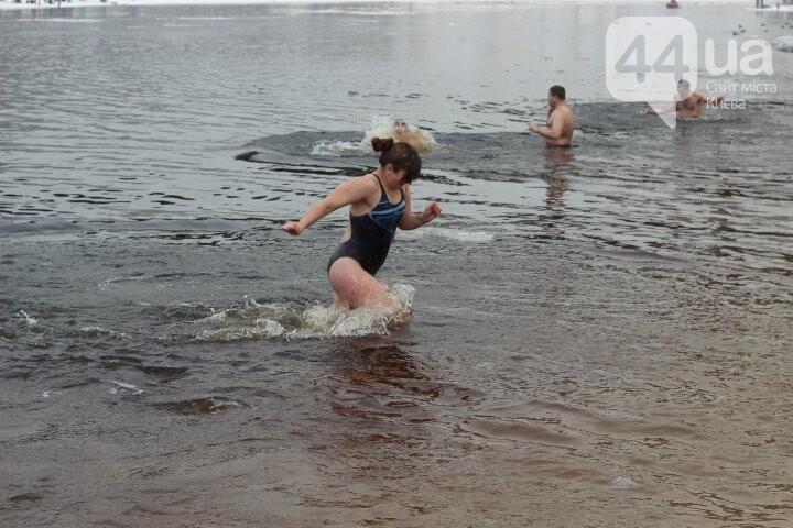 Крещение в столице: как киевляне в проруби купались, фото-12