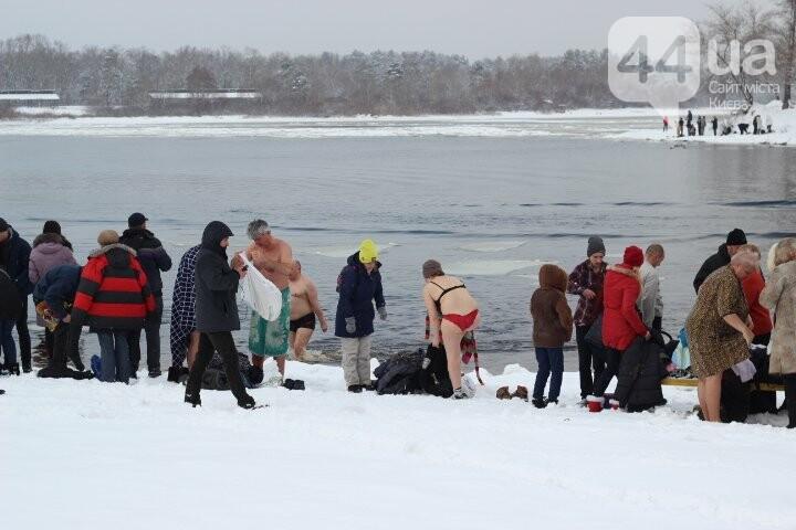 Крещение в столице: как киевляне в проруби купались, фото-15