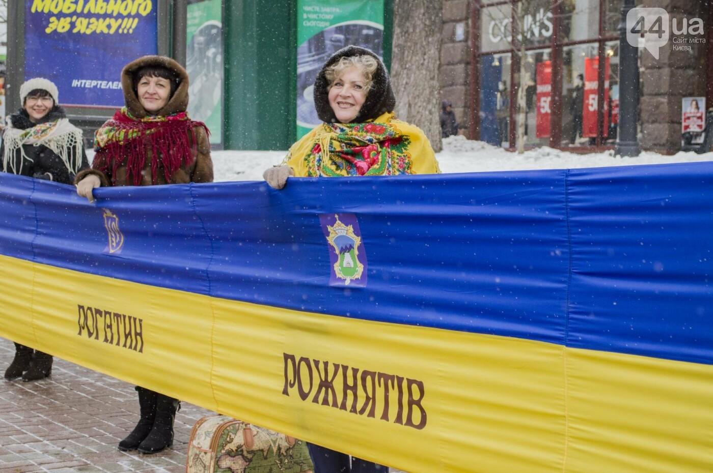 На Крещатике развернули гигантский флаг Украины (ФОТОРЕПОРТАЖ), фото-2
