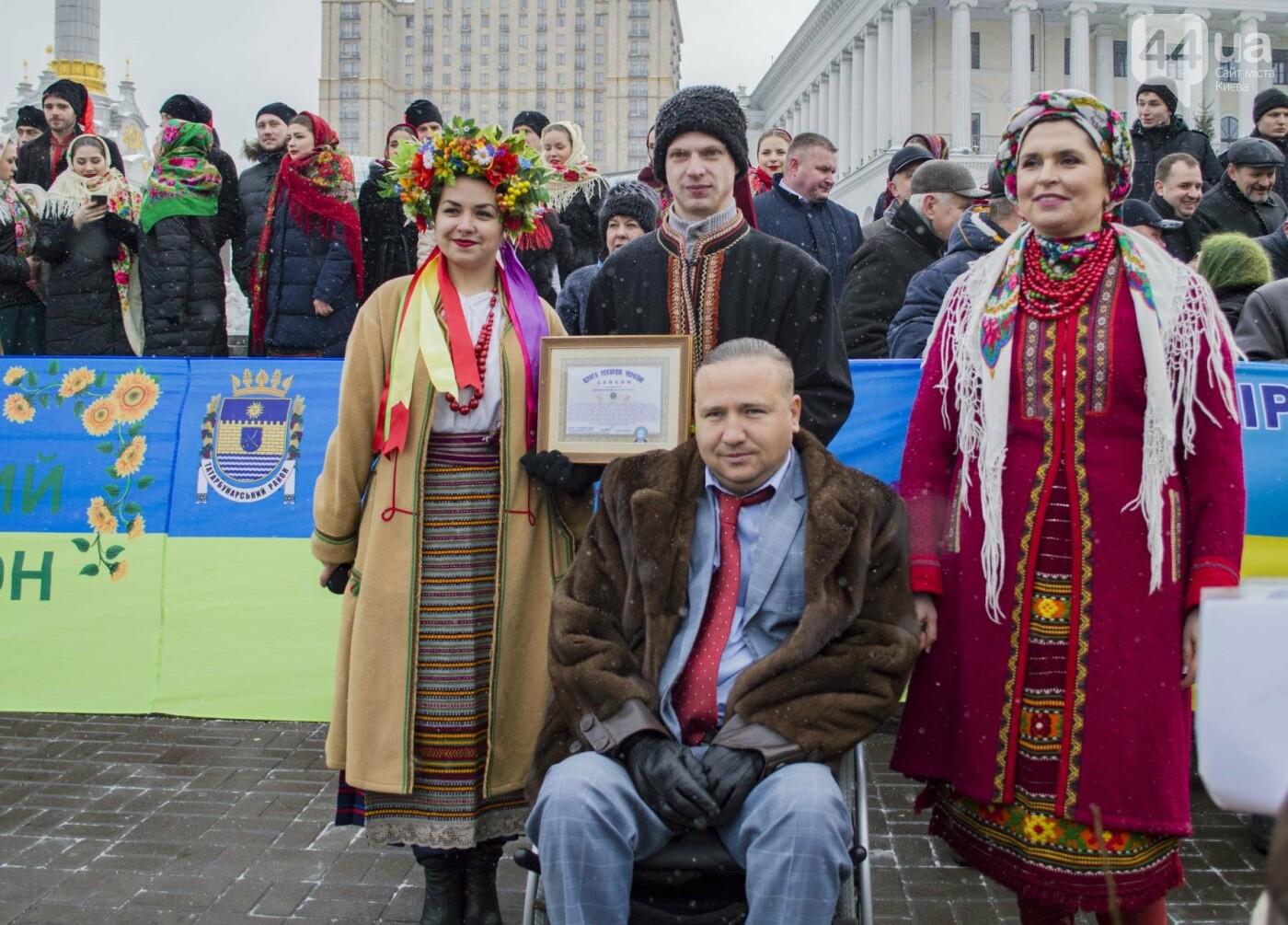На Крещатике развернули гигантский флаг Украины (ФОТОРЕПОРТАЖ), фото-7