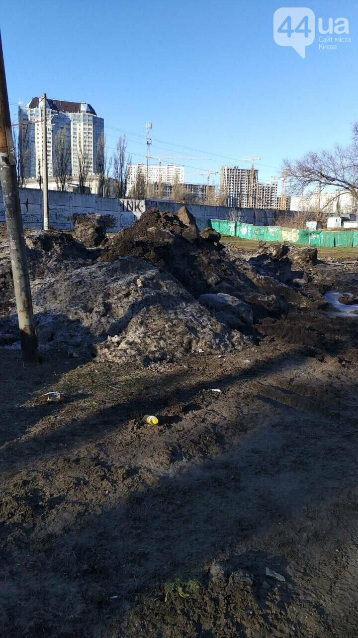 В Киеве под жилой дом скидывают снег с мусором (ФОТОФАКТ) , фото-3