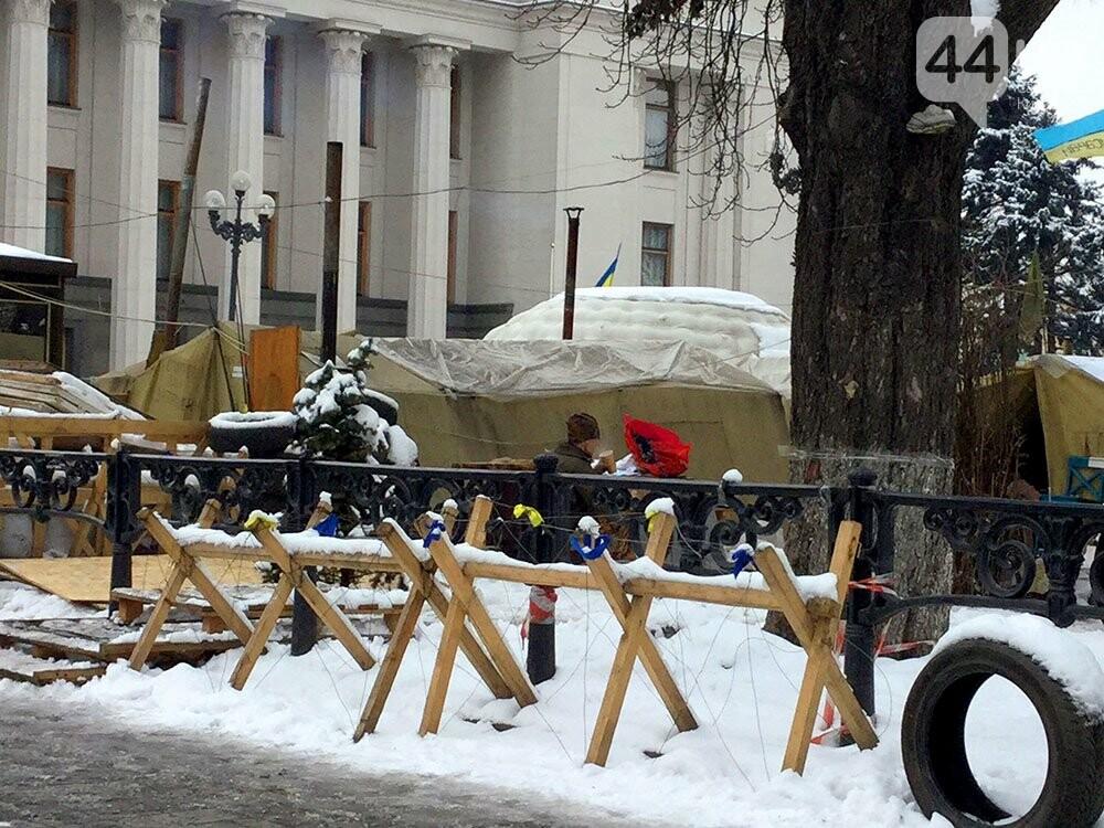 Киев так и не встал. Палаточный городок Саакашвили сегодня был безлюдным (ФОТО), фото-2
