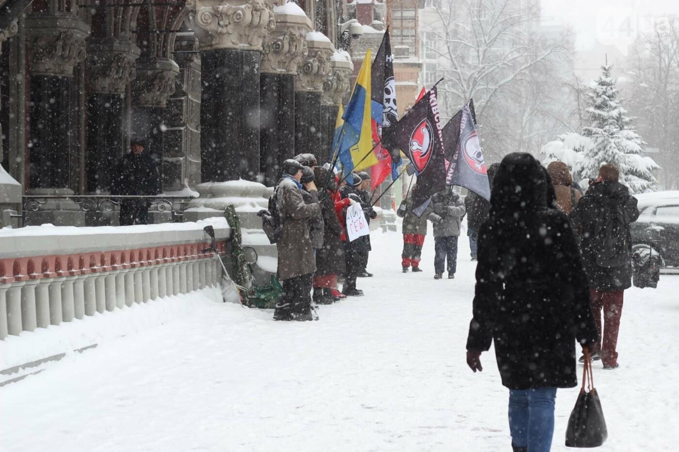Под стенами НБУ снова собрались митингующие , фото-14