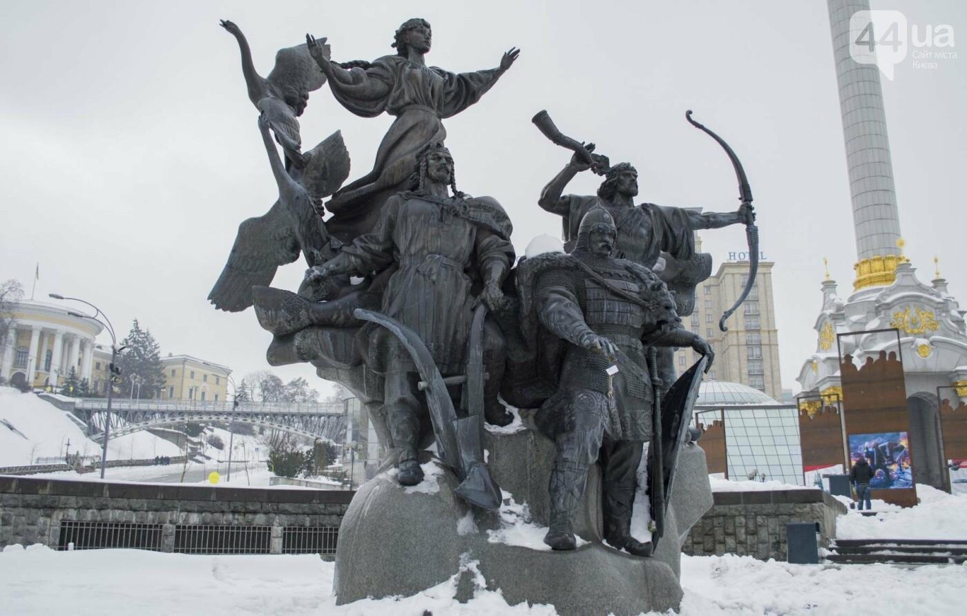 В центре Киева на фонтан повесили мертвую крысу с запиской:  фотофакт, фото-1