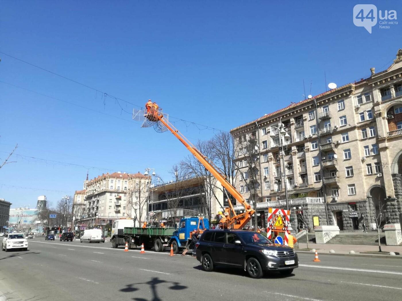 В центре Киева демонтируют Новогоднюю иллюминацию, фото-2