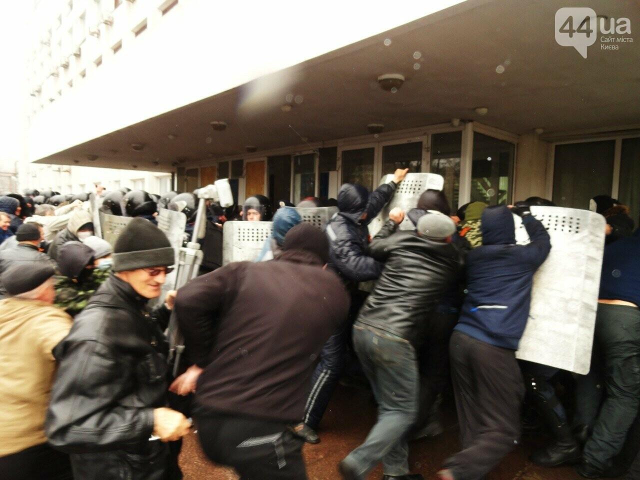 Годовщина захвата админзданий на востоке Украины: кто это делал и почему (ФОТО), фото-1
