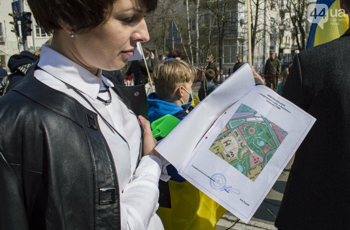 Под Киевом вместо школы хотят построить многоэтажку: жители вышли на митинг, фото-6