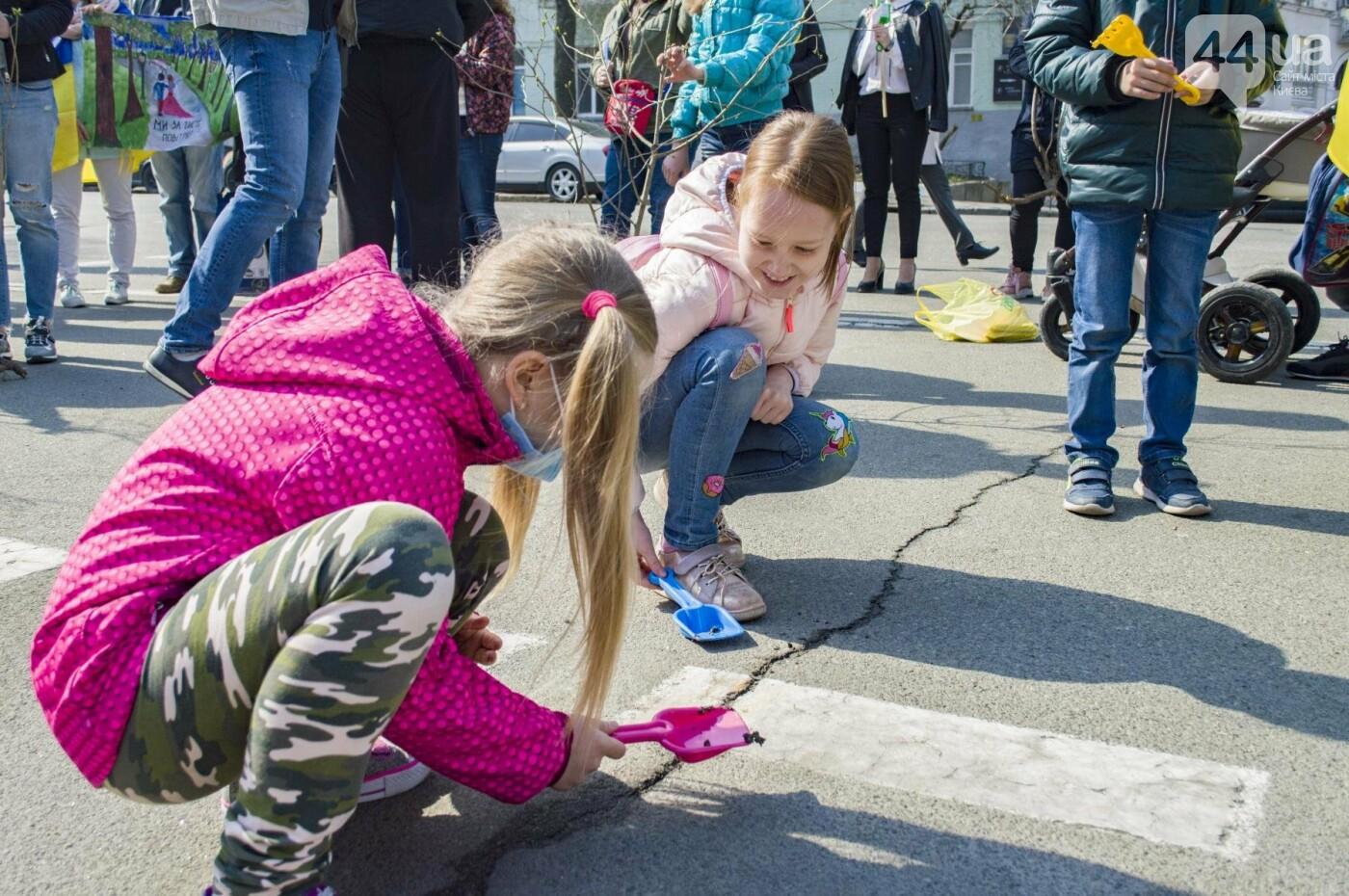 Под Киевом вместо школы хотят построить многоэтажку: жители вышли на митинг, фото-3