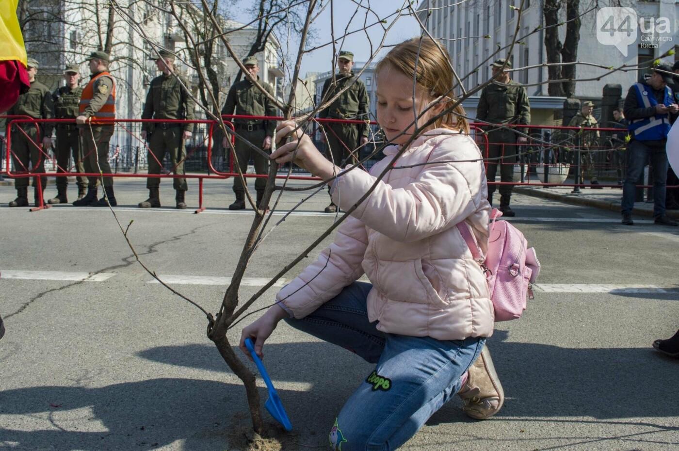 Под Киевом вместо школы хотят построить многоэтажку: жители вышли на митинг, фото-11