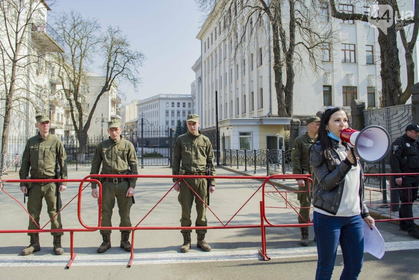 Под Киевом вместо школы хотят построить многоэтажку: жители вышли на митинг, фото-8