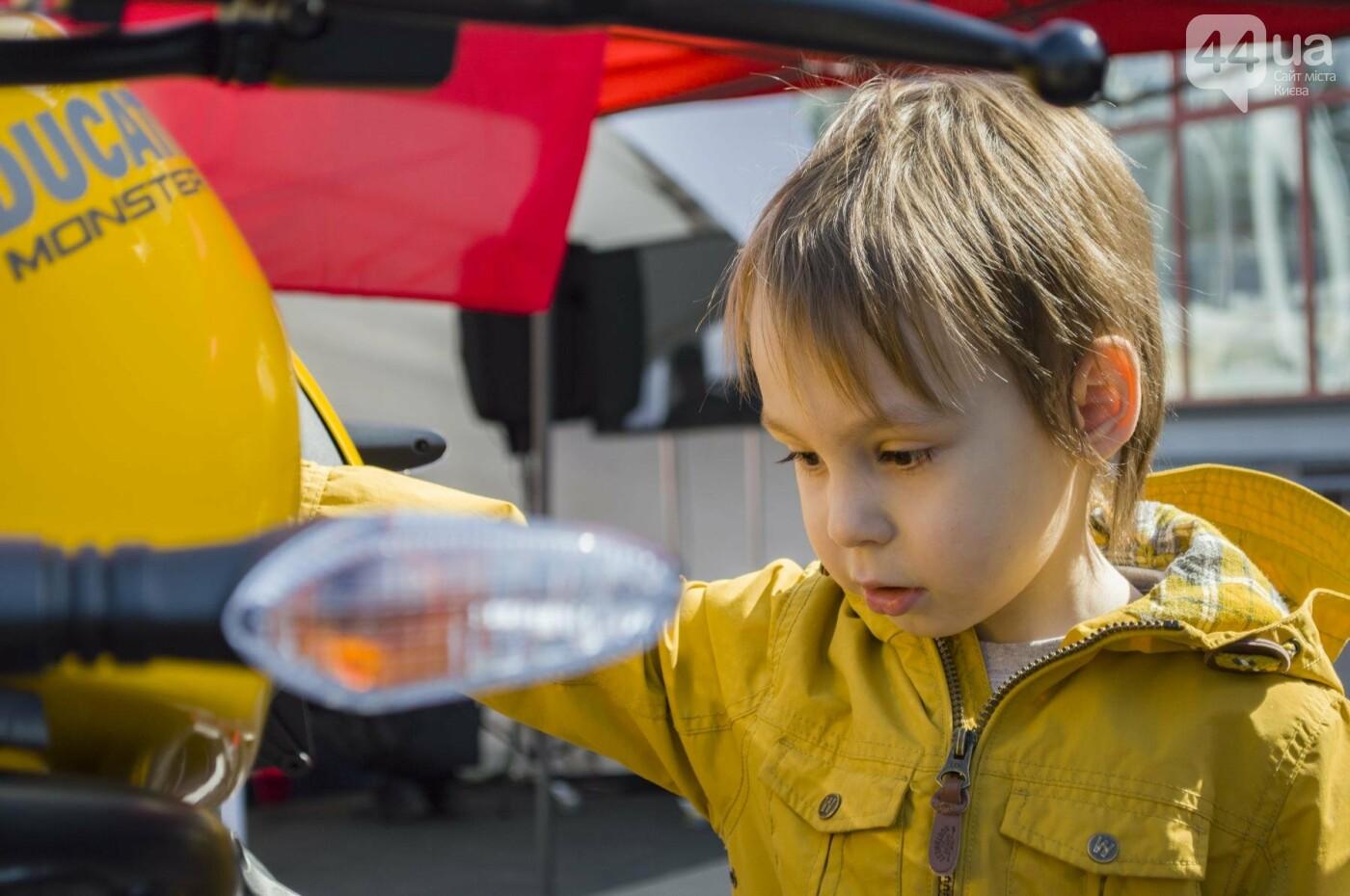 Мотогонки, автошоу патрульных и мощный дрифт: на Подоле проходит масштабный фестиваль драйва, фото-9
