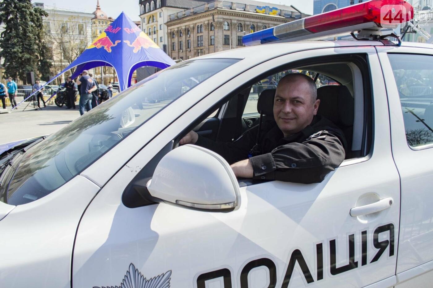 Мотогонки, автошоу патрульных и мощный дрифт: на Подоле проходит масштабный фестиваль драйва, фото-18