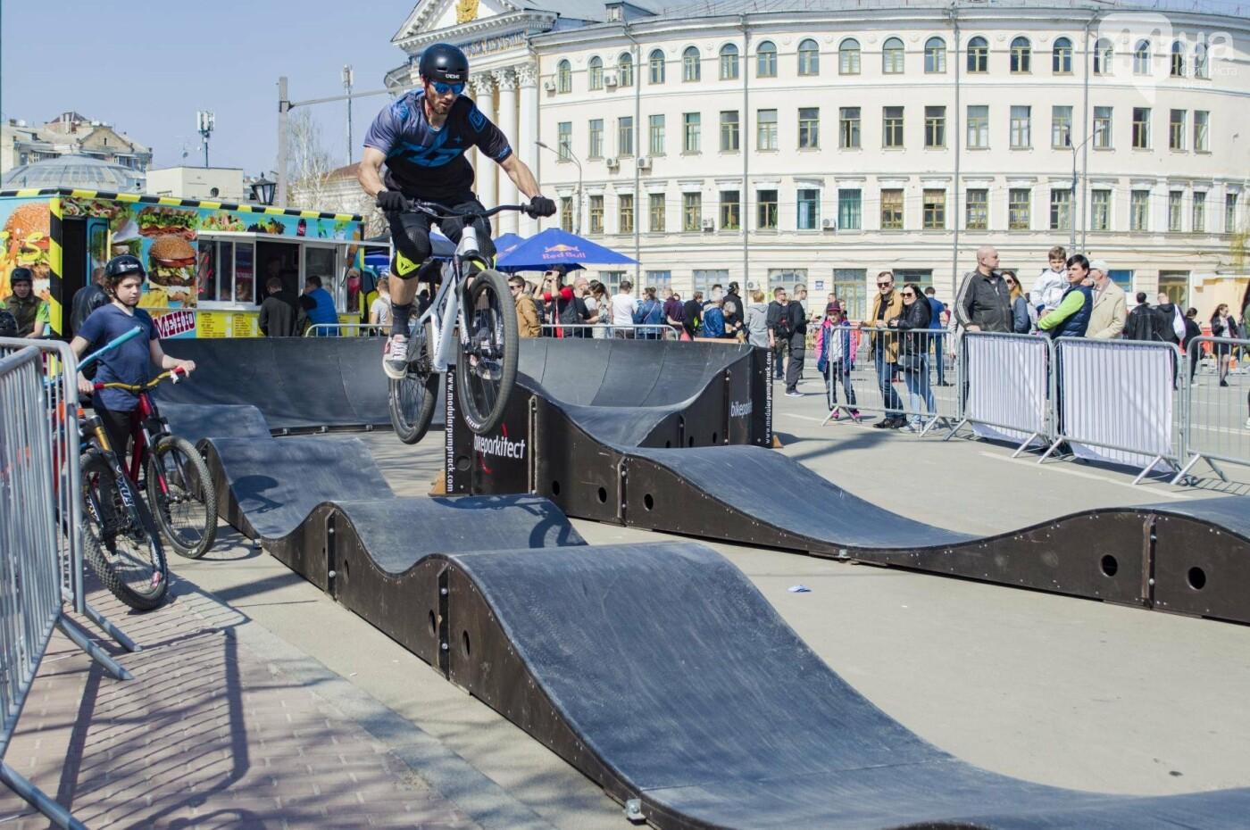 Мотогонки, автошоу патрульных и мощный дрифт: на Подоле проходит масштабный фестиваль драйва, фото-22