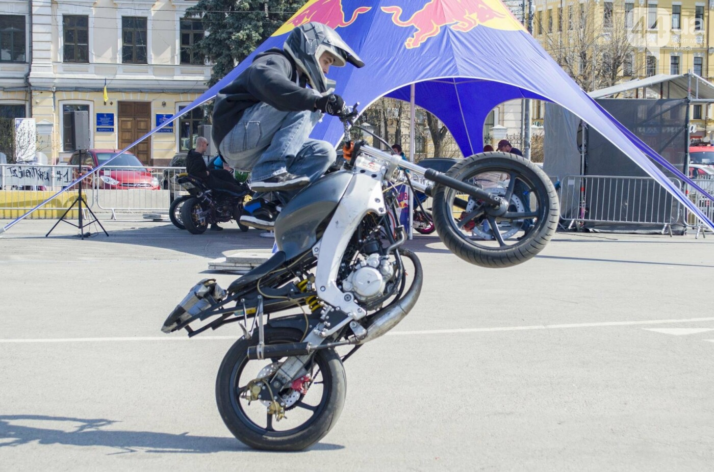 Мотогонки, автошоу патрульных и мощный дрифт: на Подоле проходит масштабный фестиваль драйва, фото-2