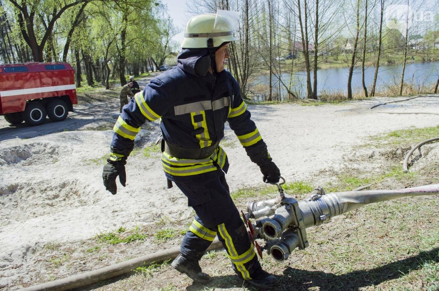"""На окраине Киева """"горел"""" лес: как спасатели боролись с огнем, фото-12"""