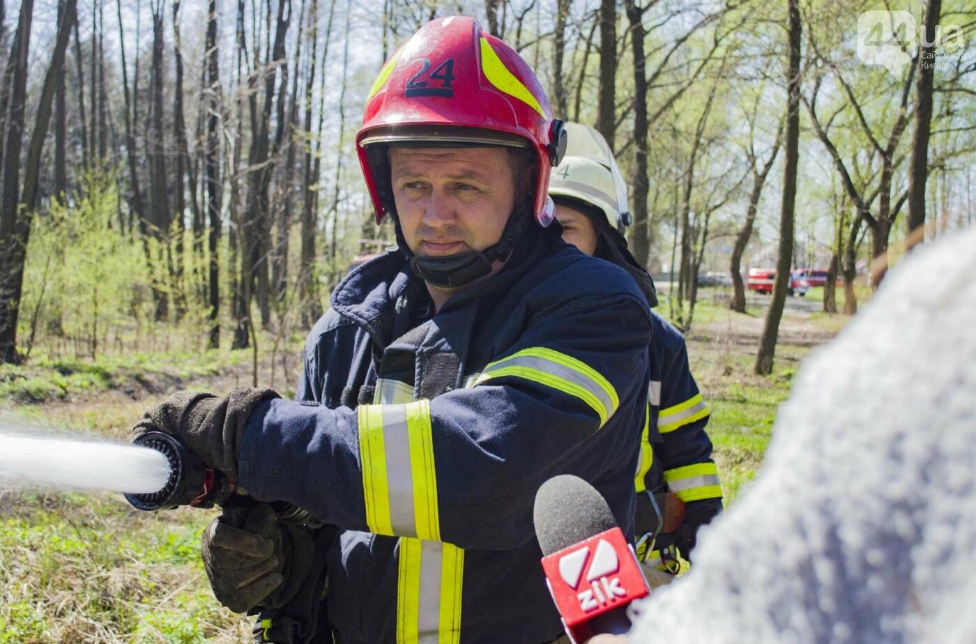 """На окраине Киева """"горел"""" лес: как спасатели боролись с огнем, фото-9"""